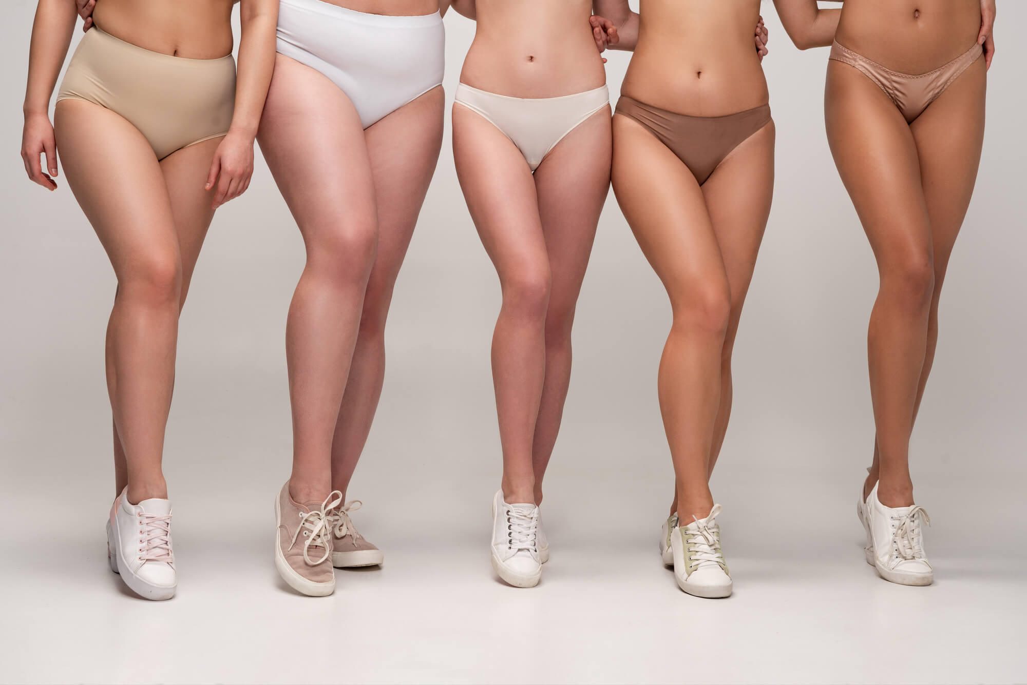 molett-teltkarcsú hölgyek fehérneműben