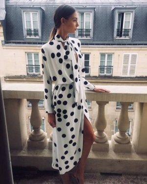 Fehér -fekete pöttyös ruha