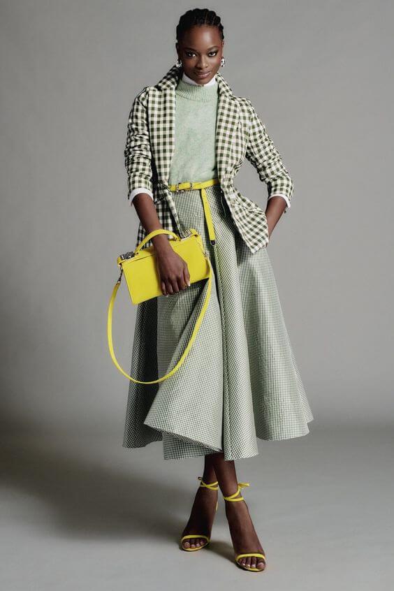 2021-es divat: a sárga kiegészítő